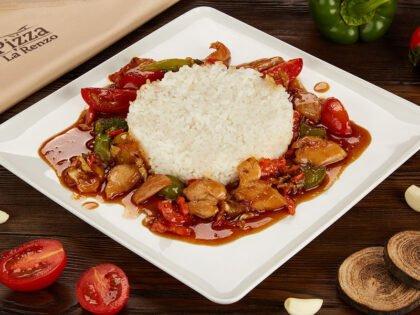 Wok с рисом, курицей и соусом Терияки